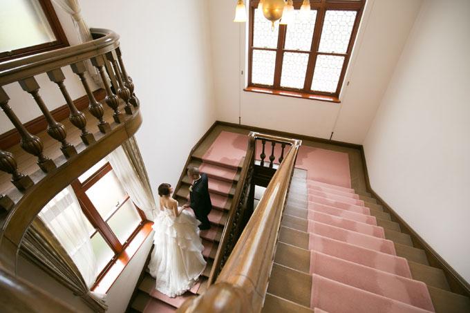 ドレスの映える階段ショット