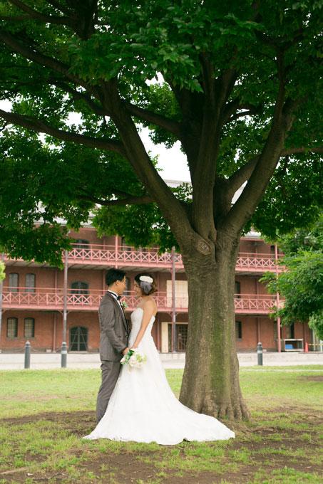 赤レンガに木を取り入れた写真も撮影できる