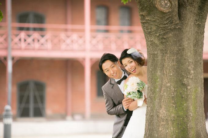赤レンガ倉庫に居ながら緑の中で結婚写真が撮影できる