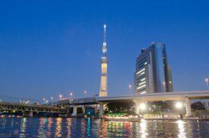 美しくライトアップされた東京スカイツリーをバックに前撮りやフォトウェディングを残そう