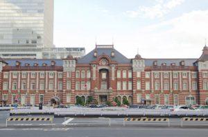 爽やかな青空に映える大正ロマンの雰囲気あふれる東京駅で前撮り&フォトウェディング