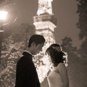 モノクロの東京タワーはよりドラマチック