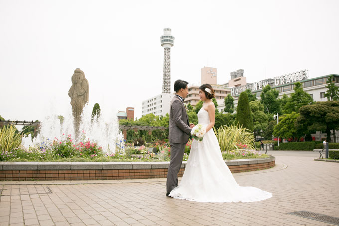 横浜マリンタワーや大桟橋など横浜を代表する施設を背景にした前撮り&フォトウェディングも可能