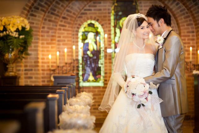 東京のアンジェパティオでアンティークな結婚写真を