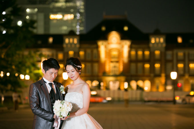東京駅丸の内側の赤レンガ駅舎を背景に前撮り&フォトウェディング
