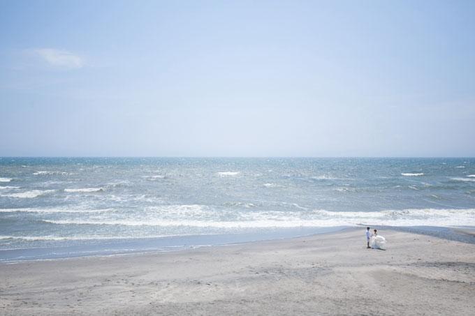 広く美しい海が広がる七里ヶ浜のビーチで前撮り&フォトウェディング