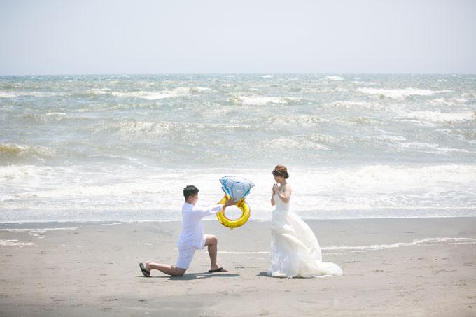 ビーチでのプロポーズ前撮りやフォトウェディングも定番ショットのひとつです
