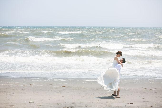 七里ヶ浜の海をバックに抱っこフォト