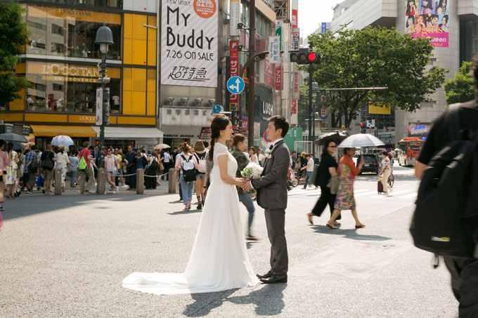 渋谷スクランブル交差点の人ごみの中で格好良い前撮り&フォトウェディングを叶えよう