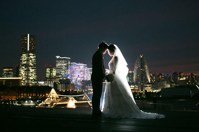 横浜の煌びやかでロマンチックな夜景で前撮り結婚写真を撮影
